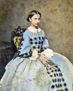 25 Incredible Hand-Tinted Photos of Victorian Girls. These vintage photos are tintypes and daguerreotypes taken between 1840s to 1860s. Of course they came in black and white but someone took it upon himself to hand-tint the photos, and the result is incredible.