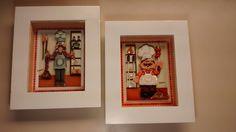 Quadro em arte francesa que são diversos papéis iguais recortados e sobrepostos dando dimensão de profundidade, feito em madeira mdf, pintado com tinta PVA.Quadro envernizado e com vidros de proteção.