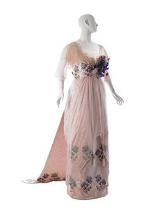 Evening Dress, House of Worth Pink chiffon, pink satin embroidered with silk floss cornflowers; pink machine-made lace; pale pink bead-and-brilliant tassels Edwardian Clothing, Edwardian Dress, Historical Clothing, Historical Dress, Edwardian Era, 1900s Fashion, Edwardian Fashion, Vintage Fashion, Paul Poiret