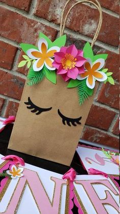 Flamingo Tropical Hawaiin Birthday Goodie Favor Treat Bags notes… - Basteln ideen - Lilly is Love Paper Gift Bags, Paper Gifts, Diy Paper, Paper Crafting, Kraft Paper, Luau Birthday, Unicorn Birthday, Unicorn Party, Birthday Gifts