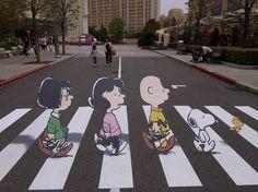 Charile Brown y Snoopy, parodia de en una calle del soho NY