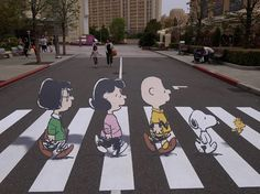 Streetart des Tages : The Peanuts - Abbey Road Beatles Cover
