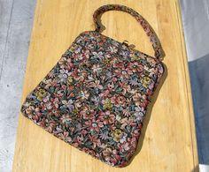 Vintage 1950s bag / 50s floral tapestry bag / Flat Floral Handbag