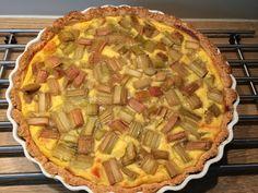 Rabarbra er smaken av sommer for mange. Pie, Baking, Food, Torte, Cake, Fruit Cakes, Bakken, Essen, Pies