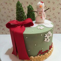 #cakes #cake #cakedesign #bolodenatal #natal #festadeluxo #festadecrianca #bolonatalino #feliznatal #festejar #mensario #festejarcomamor #festejandoemcasaoficial #garimpandomimos #encontrandoideias #antesdafesta #inspiracao #merrychristmas #christmas