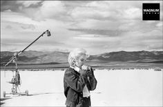 """Eve Arnold – Magnum Happy birthday Marilyn Monroe – Marilyn Monroe in the Nevada desert going over her lines for a difficult scene she is about to play with Clarke Gable in the film """"The Misfits"""" by. The Misfits, Clark Gable, Fotos Marilyn Monroe, Marylin Monroe, Montgomery Clift, John Malkovich, Matt Hardy, Inge Morath, Katharine Ross"""