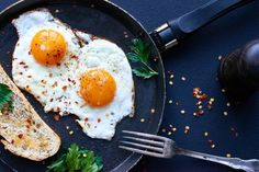 Eier-Diät: 9 Kilo in 2 Wochen abnehmen? Diet And Nutrition, Eggs Over Medium, Perfect Fried Egg, Clean Recipes, Healthy Recipes, Healthy Foods, Healthy Food To Lose Weight, Stay Healthy, Extreme Diet