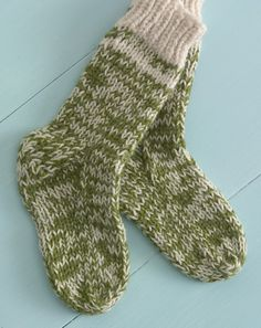 These are lion brand wool ease Starboard Socks, a free knitting pattern.