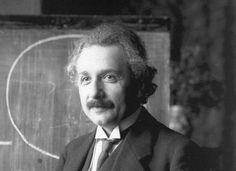 El físico Albert Einstein, en una foto fechada en los años veinte, época en que vivía en Berlín.. https://laklave.wordpress.com/2015/11/29/donde-nacio-la-teoria-de-la-relatividad/