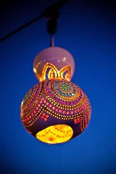 I saw these gourd lights at a restaurant in Istanbul.So I search the net on how to make them.Simple enough. You could grow your own gourds Diy Projects To Try, Craft Projects, Decorative Gourds, Gourd Lamp, Arts And Crafts, Diy Crafts, Gourd Crafts, Painted Gourds, Thinking Day