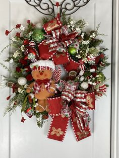 Christmas Front Doors, Wreaths For Front Door, Door Wreaths, Christmas Wreaths, Classic Christmas Decorations, Christmas Centerpieces, Table Centerpieces, Holiday Decor, Country Front Door