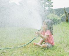 A heavy rain Kid Spaces, Summer Kids, Happy Girls, Cute Kids, Little Ones, Beautiful Pictures, Asia, Childhood, Kawaii