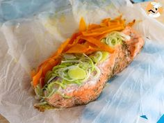 For an healthy, quick and easy meal, why don't you make this simple salmon in parchment recipe? - Recipe Main Dish : Salmon in parchment by PetitChef_Official Healthy Chicken Nuggets, Healthy Chicken Recipes, Easy Healthy Recipes, Fish Recipes, Seafood Recipes, Easy Meals, Cooking Recipes, Healthy Banana Bread, How To Cook Fish