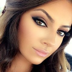 Love this makeup! Impactful eyes, strong brows, glowing skin and soft pink lip bridal makeup. #pinklipsbrunette