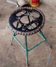 Upcycled Bike Parts - Cool Stuff Made From Old Bikes Old Bicycle, Bicycle Art, Old Bikes, Bicycle Wheel, Metal Projects, Welding Projects, Metal Crafts, Welding Ideas, Diy Projects