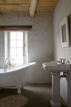 A CHARMING BEACHSIDE COTTAGE IN SOUTH AFRICA | the style files #bathroom #freestandingbath