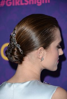 Allison Williams opted for a sleek and smooth chignon, but she dressed up the basic 'do with a jewel-encrusted hair piece. Celebrity Wedding Hair, Short Wedding Hair, Celebrity Hairstyles, Trendy Hairstyles, Wedding Hairstyles, Chignon Wedding, Loose Updo, Hair Photo, Bridesmaid Hair