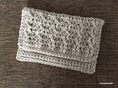 The clutch with crossed dc were made by using very soft bulky yarn.