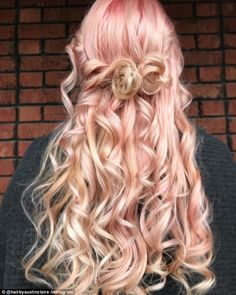 Shop our online store for blonde hair wigs for women.Blonde Wigs Lace Frontal Hair Short Blonde Human Hair Lace Front Wigs From Our Wigs Shops,Buy The Wig Now With Big Discount. Pastel Ombre, Pastel Pink Hair, Blorange Hair, New Hair, Frontal Hairstyles, Wig Hairstyles, Color Rosa Claro, Dyed Hair Ombre, Hair Dye
