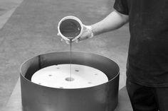 Research en Development | Ridderflex - Op dit moment onderzoeken en ontwikkelen we de spincastingtechniek om complex vormgegeven kleinere polyurethaanproducten in grotere series luchtvrij te produceren.