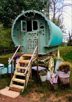 ~ A gypsy caravan on display at Prinknash Bird and Deer Park in Gloucestershire, England (by Canis Major).