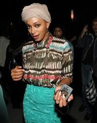 I love that she is embracing the whole natural Afrocentric vibe!!!