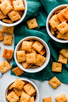 How to make homemade cheddar cheese crackers with only 6 basic ingredients Summer Snack Recipes, Baby Food Recipes, Cheese Recipes, Homemade Crackers, Homemade Cheese, Sallys Baking Addiction, Food Trends, Cheddar Cheese, A Food