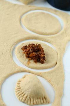 Lihapiirakat uunissa - Suklaapossu Sweet And Salty, Something Sweet, High Tea, Summer Recipes, Bread Recipes, Appetizers, Food And Drink, Favorite Recipes, Snacks