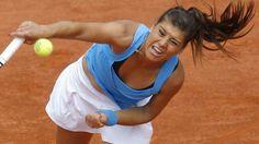 Sora Cirstea s-a calificat luni seara in turul doi al turneului WTA de la Dubai dupa ce a invins-o pe Roberta Vinci. Jucatoarea romana de tenis Sorana Cirstea, locul 27 WTA, s-a calificat in turul do