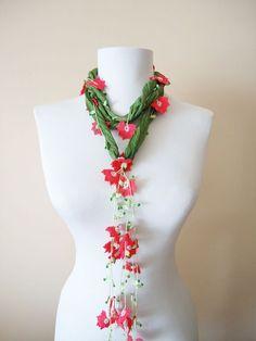 Yeşil Sklamen İpek Fular Yeşil saf ipek ile eldikişi ile hazırlanan kordona ikiucundan tığişi çiçekler.... 340136