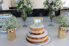 Bolo Naked Cake para chá de cozinha nas cores verde, branco e dourado