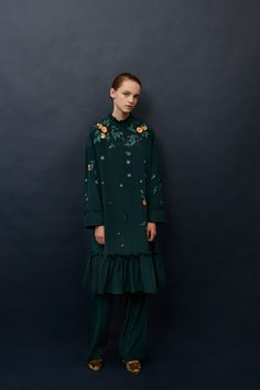 See the complete Alena Akhmadullina Pre-Fall 2017 collection.