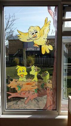 Raamschildering voorjaar Window Art, Spring Crafts, Decoration, Seasonal Decor, Baby Room, Activities For Kids, Preschool, Arts And Crafts, Barn