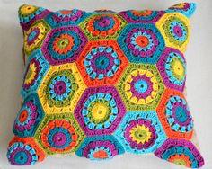Almofada em crochê de lã, colorida, tamanho 45X45. Apenas por encomenda.