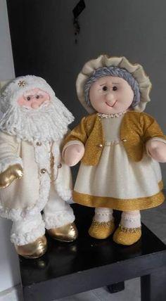 Casal lindo | Fada Artesã | Flickr Felt Christmas Decorations, Christmas Costumes, Christmas Snowman, Christmas 2019, Christmas Crafts, Christmas Ornaments, Holiday Decor, Noel Gifts, Chicken Quilt