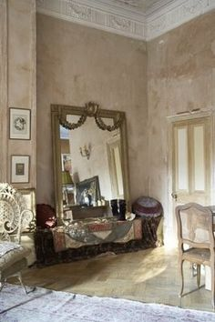 Country French Antiques: Profiling a Pied a Terre