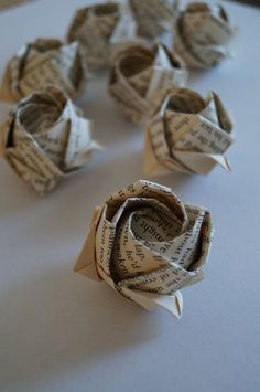 old book page origami roses wholesale wedding favor by Meiorigami