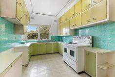 Kitchen Pantry Storage, Splashback, Storage Shelves, Kitchen Design, Kitchen Cabinets, Home Decor, Storage Racks, Decoration Home, Design Of Kitchen