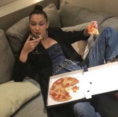 Image about pizza in Bella And Gigi Hadid by ludmillaxie Kendalll Jenner, Isabella Hadid, Looks Vintage, Gigi Hadid, Mode Outfits, Dream Life, Celebs, Ootd, Icons