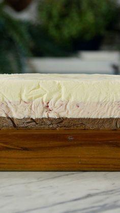 Qual o seu sabor preferido? Morango, baunilha ou chocolate? Agora você pode fazer em casa o sorvete que agrada todo mundo!