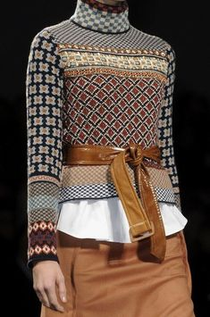 Sportmax Fall Maybe stitch a bunch of funky sweaters together? Sportmax at Milan Fashion Week Fall 2011 - Details Runway Photos Knitwear Fashion, Knit Fashion, Look Fashion, Runway Fashion, Winter Fashion, Womens Fashion, Fashion Trends, Milan Fashion, Estilo Hippie