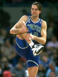 Twitter / si_vault: Christian Laettner loosens up before a 1993 Lakers-Wolves game