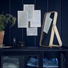 Nieuw bij IKEA dit najaar. Spiegeltje, spiegeltje..... Maak slim gebruik van je ruimte met de IKORNNES spiegels van essenfineer. De grote staande spiegel heeft een handig kledingrek aan de achterkant. Ideaal voor het ophangen van je kleding en accessoires