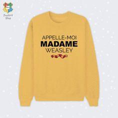 Weasley Pour plus -> anais. Mode Harry Potter, Harry Potter Style, Emma Watson, Fans D'harry Potter, Culottes, Hermione Granger, Geek Culture, Pulls, Tee Shirts