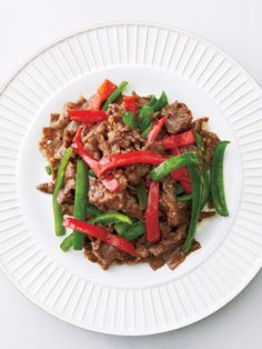 【ELLE a table】牛肉とピーマンのオイスター炒めレシピ|エル・オンライン