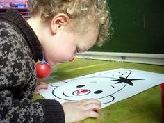 schilderen met neus Circus Clown, Crafts For Kids, Clowns, Christmas Ornaments, Holiday Decor, School, Studio, Carnavals, Crafts For Children