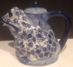 7  Blue And White Porcelain Figural Frog Shaped Tea Pot Teapot 19oz Capacity