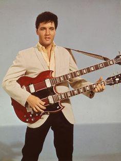 A morte de Elvis Presley completa 35 anos nesta quinta-feira (16). Nesta foto de 1955, o rei do rocknroll tinha 20 anos. Clique para ver mais fotos Foto: Getty Images