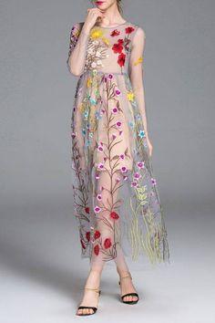 Дуже гарна сукня з художньою вишивкою   Згодні? #needlepoint