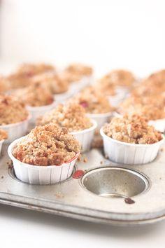 Strawberry Rhubarb Crumble Muffins